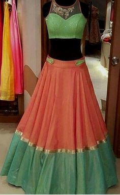 Attractive color combination with tassels on the hem of the blouse Half Saree Designs, Choli Designs, Lehenga Designs, Blouse Designs, Indian Bridal Lehenga, Indian Gowns, Half Saree Lehenga, Red Lehenga, Lehenga Style