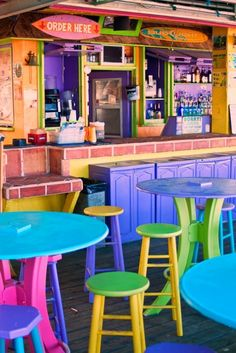 Beach house bar, all the colors Cafe Bar, Menu Vintage, Beach Cafe, Surf Cafe, My Pool, Us Beaches, World Of Color, Cafe Design, Restaurant Design