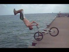 Tim Knoll creative BMX tricks http://fahrrad-kaufen.in-reutlingen.com/bmx-rad/