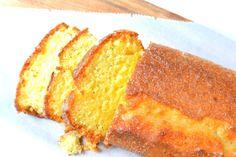 Een limoen yoghurt cake. Het is een frisse cake wat lekker smeuïg blijft door de yoghurt en zonnebloemolie. Probeer het eens uit!