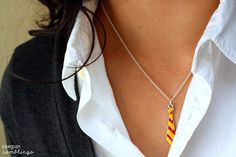"From ""Rae Gun Ramblings"" comes ""Handmade Halloween: Gryffindor Tie Necklace Tutorial and Hogwarts Student Costume"" -- This mini-tie is adorable and looks quite easy, once you have the right materials. Bijoux Harry Potter, Harry Potter Love, Harry Potter Hogwarts, Expecto Patronum Harry Potter, Ron Y Hermione, Diy Jewelry, Jewelry Making, Jewlery, Jewellery Earrings"
