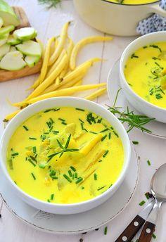 Obłędnie żółta zupa na lato z fasolką i cukinią - etap 1