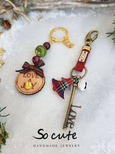 Christmas Home, Christmas Gifts, Xmas, Lucky Charm, Charms, Handmade Jewelry, Diy Crafts, Decor, Key Fobs