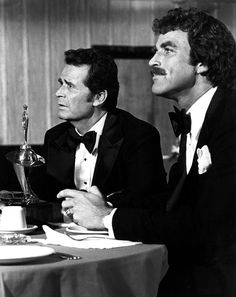 "1979 Jim Rockford (James Garner) and Lance White (Tom Selleck) in the Rockford Files episode ""Nice Guys Finish Dead"". Tom Selleck, Classic Movie Stars, Classic Tv, Hollywood Stars, Classic Hollywood, James Gardner, Jesse Stone, The Rockford Files, Tv Detectives"
