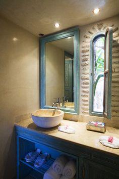 Mediterranean Bathroom Photos of - Lonny Bathroom Photos, Bathrooms, Mediterranean Bathroom, Spanish Tile, Bathroom Inspiration, House Styles, Remodeling, Condo, Patio