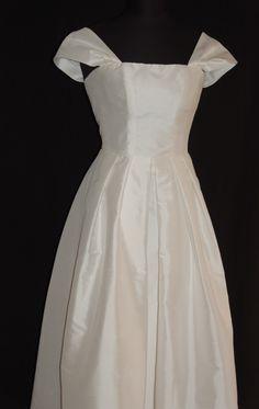 Brautkleid,Standesamtkleid, Seidenkleid, Brautmutterkleid, mother of bride White Dress, Summer Dresses, Fashion, Bridal Gown, Curve Dresses, White Dress Outfit, Moda, Summer Sundresses, La Mode