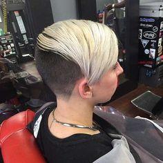 Undercut Hairstyles Women, New Short Hairstyles, Girls Short Haircuts, Girl Hairstyles, Short Hair Cuts For Women, Short Hair Styles, Razored Hair, My New Haircut, Bleach Blonde Hair