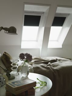 If you don't want the bright light of a new day bouncing off your contemporary roof window frames and waking you up, there's a range of stylish blackout blinds that will help you enjoy a sleep-in. Wooden Window Blinds, Sliding Door Blinds, Roof Window, Window Frames, Cheap Blinds, Diy Blinds, Fabric Blinds, Living Room Blinds, House Blinds