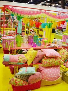 Another colorful craft fair stand@Tina Murray