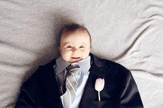 Что будет, если одеть младенца в деловой костюм? Взрывной тренд в Инстаграме! Настоящий большой босс на фото #13