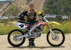 In 2006 the became the first four stroke ever to win the ama supercross championship. to celebrate their success suzuki has created the 2007 (. Suzuki Dirt Bikes, Mx Bikes, Motocross Bikes, Motorcycle Wedding, Scooter Motorcycle, Motorcycle Gifts, Hummer, Motocross Maschinen, Ricky Carmichael