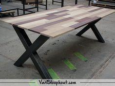 Together Oak tafelblad met een X-frame. #eiken #oak #urban #staal #frame #industrieel #interieur #wooninspiratie #inspiratie #wonen