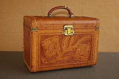 Vintage-tooled-leather-train-case-cosmetic-makeup-tote-travel-bag-Gaitan-Mexico
