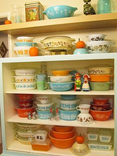 I say yes to all the vintage Pyrex.