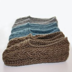 Keep your feet warm in these cute cottage slippers! Make you own in some DROPS Nepal, Alaska or Big Merino! Find your colors at www.nordicmart.com Ravelry: Cottage Slippers by Kim Miller