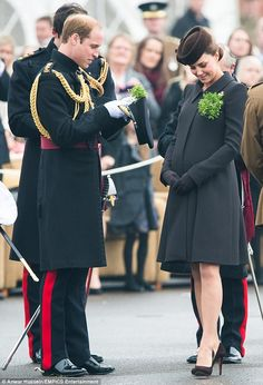 Kate Middleton Photos: The Duke And Duchess Of Cambridge Attend St Patrick's Day Parade At Mons Barracks Kate Middleton Pregnant, Estilo Kate Middleton, Kate Middleton Photos, Kate Middleton Style, William Kate, Prince William And Catherine, Catherine Walker, Princesa Kate, Duke And Duchess
