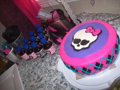 Monster-High-ed Chubby pops, monster high car as a straw holder, and wicked cake!