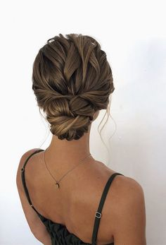 80 wedding hairstyle for medium long hair - Hairstyles Trends Bridal Hair Updo, Wedding Hair And Makeup, Wedding Updo, Hair Makeup, Diy Wedding, Wedding Ideas, Classic Wedding Hair, Winter Wedding Hair, Twist Hairstyles