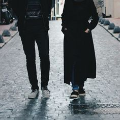 Is The Husband Obliged to Spend on His Wife if She is Working? Muslim Couple Photography, Cute Couples Photography, Girl Photography, Cute Muslim Couples, Cute Couples Goals, Romantic Couples, Couple Hijab, Couple Outfits, Modest Fashion Hijab