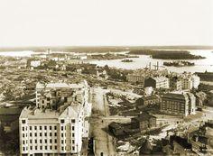 Panoraama Kallion kirkon tornista itään. Oikealla näkyy Kallion kirjasto. Keskellä poispäin kulkee Agricolankatu. Signe Brander 1912.