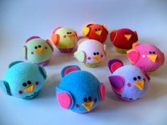 ***ATENÇÃO: Imagens ilustrativas, produto vendido por unidade*** Mini-Cupcake sachet em formato de passarinho, aromatizado, feito de tecido, feltro, em forminhas de metal. O mini-passarinho pode ser utilizado como alfineteiro, toy, decoração, lembrancinha ou sachet. Tamanho aproximado: ...