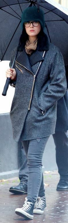 Who made Katy Perry's gray coat and black sneakers?
