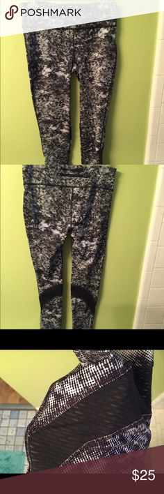 Under Armour Leggings Excellent condition! Fit too loose on me. Under armour logo on knee. Draw string for a tighter fit and zip pocket on back. Under Armour Pants Track Pants & Joggers