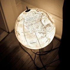 Globe in the dark ;) I might like one of these too for the study/library Lampe Globe, Globe Lamps, Globe Lights, Globe Decor, Room Decor, Diy Home Decor, Antique Keys, World Globes, World Globe Lamp
