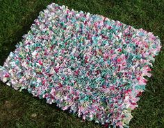 Pastel rag rug by The Patchwork Heart, via Flickr. Speckled rag rug made from old t-shirts in pastel shades.