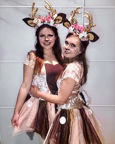 Make deer costume yourself: DIY ideas & instructions maskerix.de Make a cute deer costume yourself ♥ Simply dress up as Bambi ✓ Inspiration, all accessories & make-up ins Cowgirl Halloween Costume, Couples Halloween, Best Couples Costumes, Deer Costume, Pregnant Halloween, Pop Culture Halloween Costume, Creative Halloween Costumes, Couple Halloween Costumes, Costumes For Women