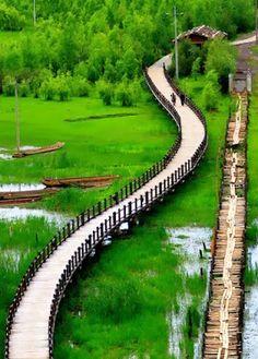 民族特色風俗——雲南瀘沽湖《走婚橋》           Lugu Hu, Yunnan, China