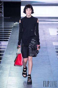 Louis Vuitton Spring-summer 2016 - Ready-to-Wear Louis Vuitton, Punk, Paris Fashion Week 2015, Moda Paris, Spring Summer 2016, Ready To Wear, Chic, Runway, How To Wear