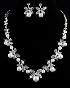 Pearls Leaves Necklace With Earrings