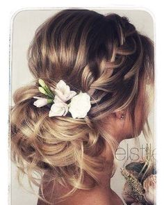 Chic and Sophisticated Chignon - 50 Ravishing Mother of the Bride Hairstyles - The Trending Hairstyle Simple Wedding Hairstyles, Bride Hairstyles, Easy Hairstyles, Hairstyle Ideas, Wedding Hair And Makeup, Bridal Hair, Hair Makeup, Hair Wedding, Dress Wedding