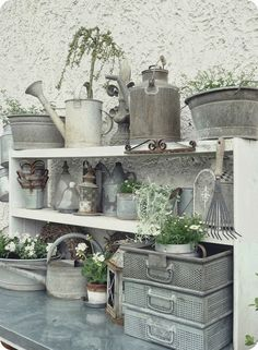 Potting Bench and gardening supplies. Love the zinc watering cans and pails and bowls. Galvanized Buckets, Galvanized Metal, Galvanized Decor, Do It Yourself Garten, Potting Tables, Potting Sheds, Sweet Home, Gardening Supplies, Garden Spaces