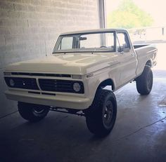 I quite fancy this finish color for this lifted ford 79 Ford Truck, Bronco Truck, Ford 4x4, Lifted Ford Trucks, Car Ford, Cool Trucks, Big Trucks, Classic Ford Trucks, Classic Cars