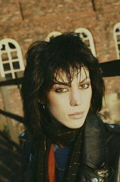 girl Joan Jett Sounds Off on the Black Shag Haircut That Defined the at the 2018 Sundance Film Festival Joan Jett, Sandy West, Female Rock Stars, Cherie Currie, Los Rolling Stones, Lita Ford, Rock Hairstyles, Women Of Rock, Sundance Film Festival