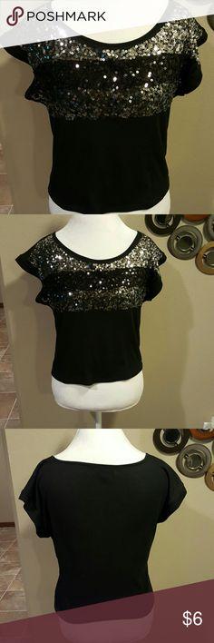 Bongo sparkle top Cute top size medium run shorts on the waist BONGO Tops Tees - Short Sleeve