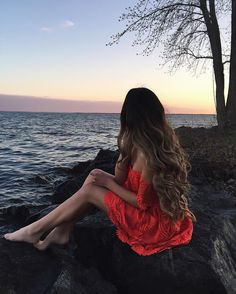 Image uploaded by Anastasia. Find images and videos about girl, fashion and beautiful on We Heart It - the app to get lost in what you love. Beach Photography Poses, Beach Poses, Girl Photography Poses, Amazing Photography, Photo Recreation, Good Poses, Photo Poses, Photoshoot, Inspiration