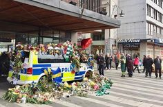 An Afro-American - now widely known as Sam Paris - passing through the scene of last weeks terror attack in Stockholm stuns Sweden and thrills the World when he suddenly breaks into an astounding rendition of AMAZING GRACE to honour the victims of the attack. The nation's response to his performance and what people did next shows a country like the world has never seen
