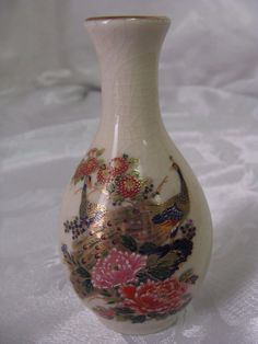"Vintage Small 4 3/4"" Satsuma Porcelain Bud Vase Peacock Peonies Gold Trimmed   picclick.com"