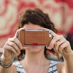 Wally, the Attachable leather wallet for iPhone 6