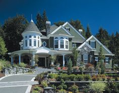 Victorian house/Queen Anne house with Milgard® windows.