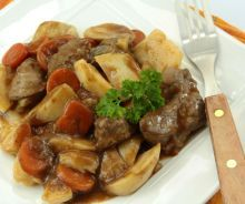 Quick and Easy beef bourguignon recipe authentic special on star food recipes site Easy Beef Bourguignon, Slow Cooker Recipes, Crockpot Recipes, Cooking Recipes, Food Wishes, Flat Belly Diet, Star Food, Crockpot Dishes, Salads