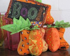 Peck's Pieces: Funky Pumpkin Pincushion Free Tutorial and Pattern