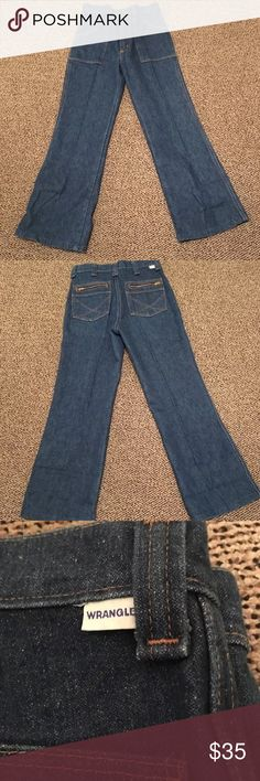 """Vintage 70's wranglers  29x26 These have been shortened  Laying flat  B R A N D : Wrangler W A I S T : 14"""" L E N G T H : 36"""" I N S E A M : 26"""" R I S E : 11"""" H I P S : 18"""" LEG OPENING: 9"""" F A B R I C : cotton Lots of white in Denim Wrangler Pants Boot Cut & Flare"""