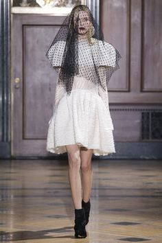 Sophie Theallet Fall 2016 Ready-to-Wear Collection Photos - Vogue Fashion Show Collection, Couture Collection, Sophie Theallet, Bridal Beauty, Fall 2016, Yorkie, High Fashion, Ready To Wear, Women Wear