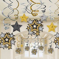 This Hollywood Swirls Mega Value Pack with gold, silver and black stars makes an excellent addition to any Hollywood, New Year's or star themed party!
