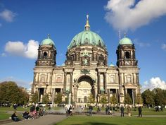 Berliner Dom (Καθεδρικός του Βερολίνου, πολύ όμορφος μέσα, κοντά στο νησί με τα μουσεία -στο υπόγειο έχει κάτι τάφους)