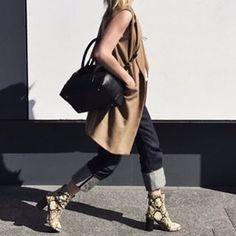 @oraclefoxblog rocking my favourite @isabelmarant boots!! #loveherstyle #luxury #designer #chicstyle #streetchic #chic #dailylook #dailyinspo #dailystyle #fashionstyle #ontrend #outfit #wardrobe #fashiondiaries #effortless #stylish #fashionaddict #style #fashion #bloggerstyle #fashionblog #fashionblogger #blogger #blog #styleblogger #inspiration #fashioninspiration #alwaystrending #australianblogger #hunterandcross